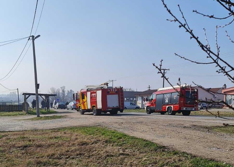 Nezgoda u Hasama kod Bijeljine, policija i vatrogasci na terenu