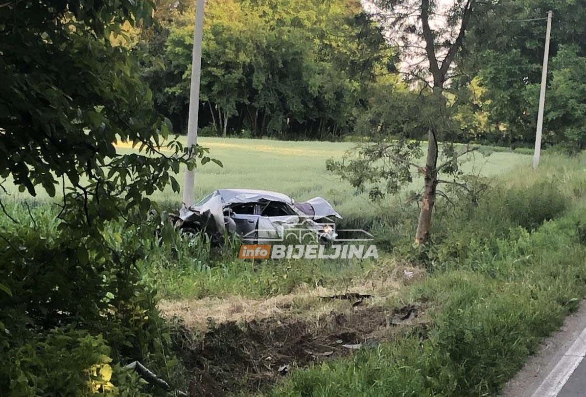 Nezgoda kod Bijeljine: Automobilom sletio sa puta, prevezen na Urgentni (FOTO)