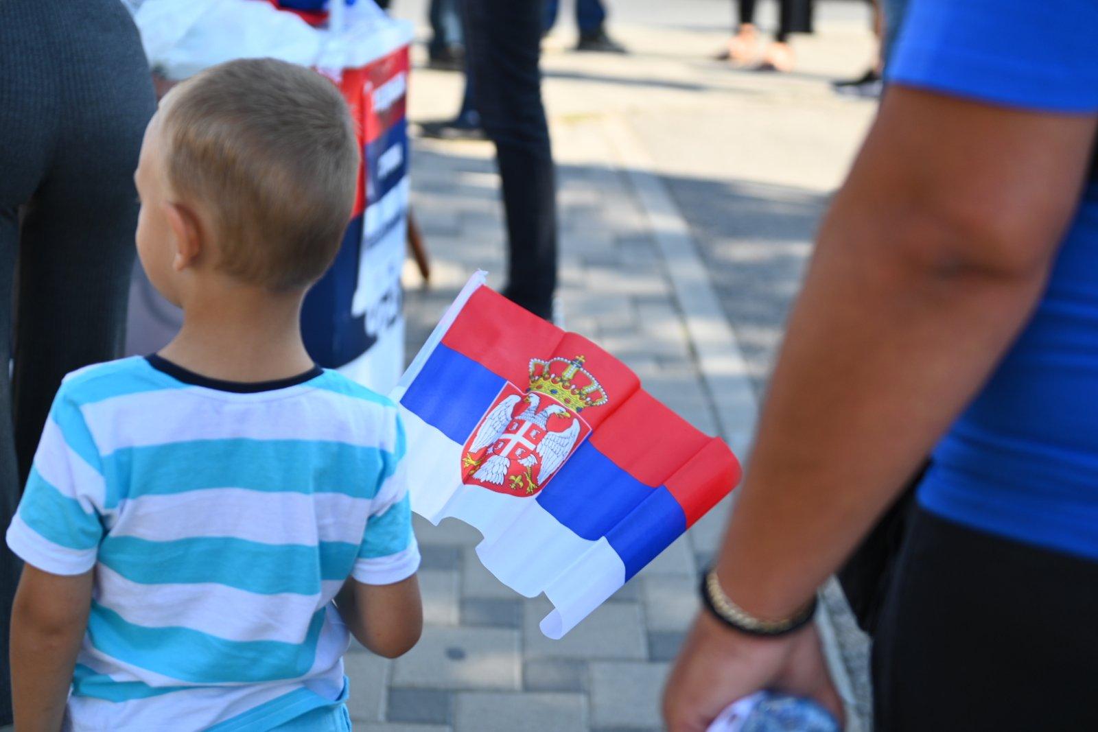 Trninić: Srpskim trobojkama okićen most kao simbol ujedinjenja