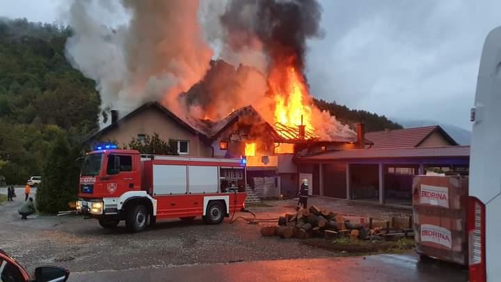 Gori poslovni prostor u Milićima, požar zahvatio i dvije kuće